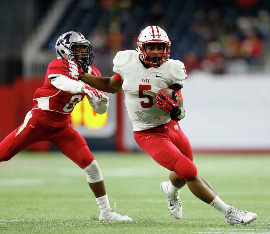 Kyle Porter (5) and Katy will square off against Manvel for the Class 6A Division II Region III crown Friday for the third consecutive year. Photo: Karen Warren, Staff / © 2014 Houston Chronicle