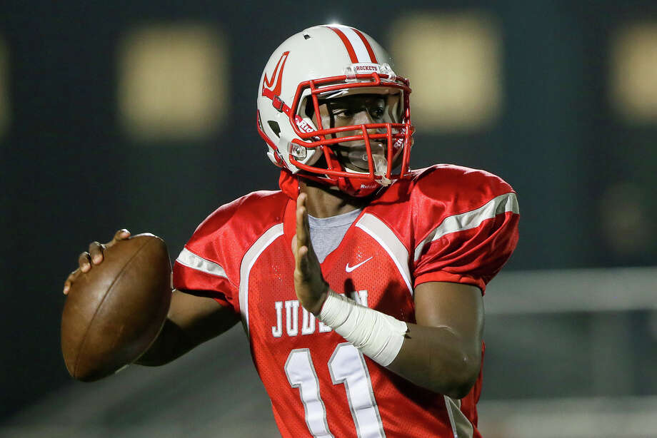 Judson's Julon Williams looks for a receiver during the first half their Class 6A Division I state quarterfinal game with Reagan at Rutledge Stadium on Friday, Dec. 5, 2014. Judson beat the Rattlers 34-24. Photo: Marvin Pfeiffer /San Antonio Express-News / Express-News 2014