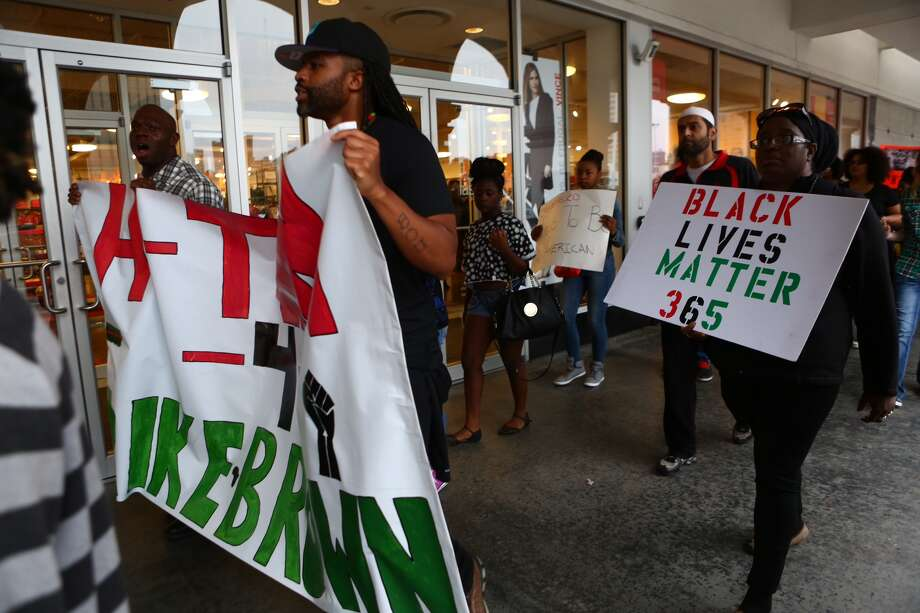Protesters demonstrate outside a store near the Galleria on Dec. 6. Photo: Marie DeJesus / Houston Chronicle