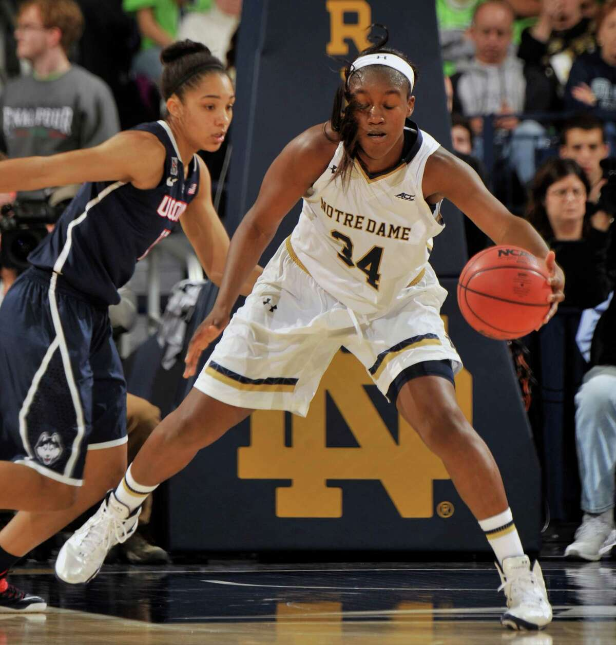 Notre Dame forward Markisha Wright, right, grabs a pass around Connecticut guard Moriah Jefferson in first half of an NCAA college basketball game, Saturday Dec. 6, 2014, in South Bend, Ind.