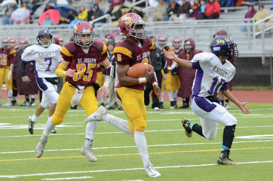 Basir rushed for 181 yards and scored 3 TDs in 55-6 rout of Ellington/Somers in the Class M Small semifinals. He pushed his season total to 2,131 yards and 20 TDs. Photo: Shelley Cryan / Connecticut Post contributed