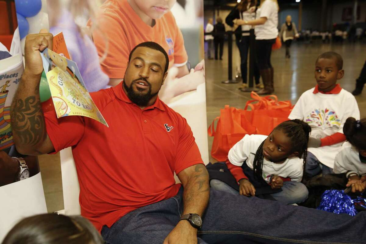 On Tuesday, December 2, Houston Texans tackle Duane Brown spent the morning helping more than 850 children from five local schools get pumped up about reading.