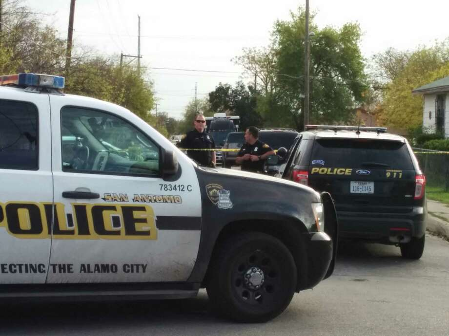 Police investigate shooting on West Side. Photo: By Jacob Beltran, San Antonio Express-News