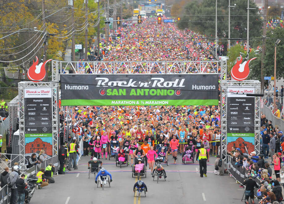 The start of the Rock 'n Roll San Antonio Marathon & Half Marathon at Commerce and Cherry streets. Photo: Robin Jerstad, By Robin Jerstad,  For The Express-News
