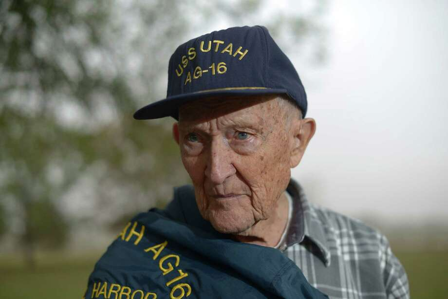 Gilbert Meyer, 91, of Lytle, survived the attack on Pearl Harbor and later was at Tokyo Bay for the Japanese surrender. Photo: Billy Calzada / Billy Calzada / San Antonio Express-News / San Antonio Express-News