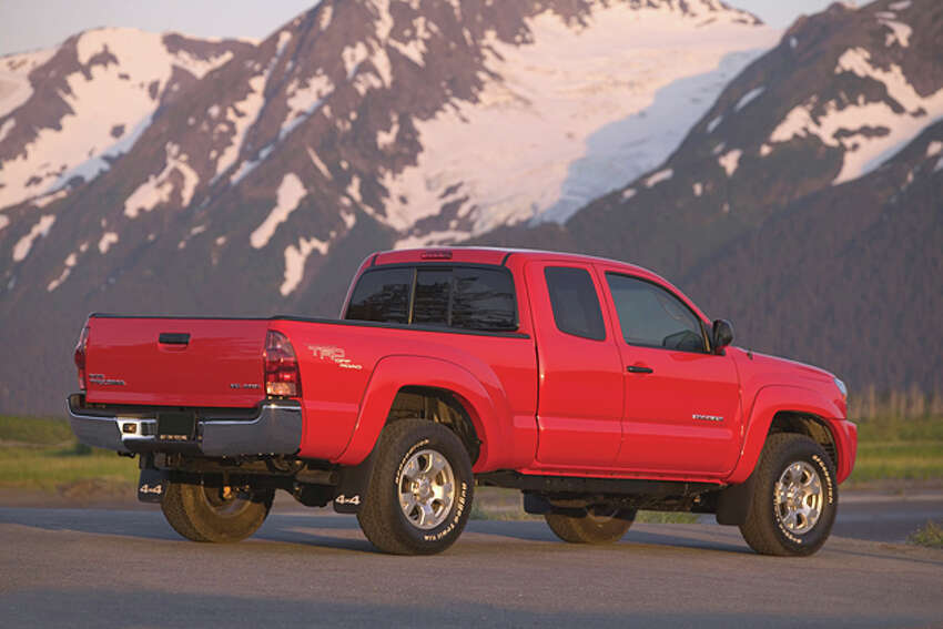 2015 Toyota Tacoma Access Cab V6 4x4 (photo courtesy Toyota North America)