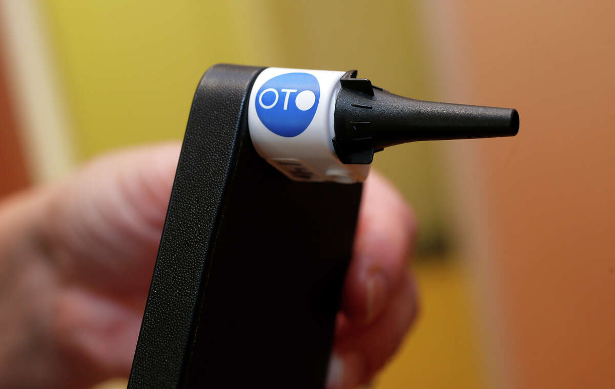 The Oto is a device that attaches to an iPhone to enable high-resolution filming of the inside of the ear, which can be used for remote diagnosis.