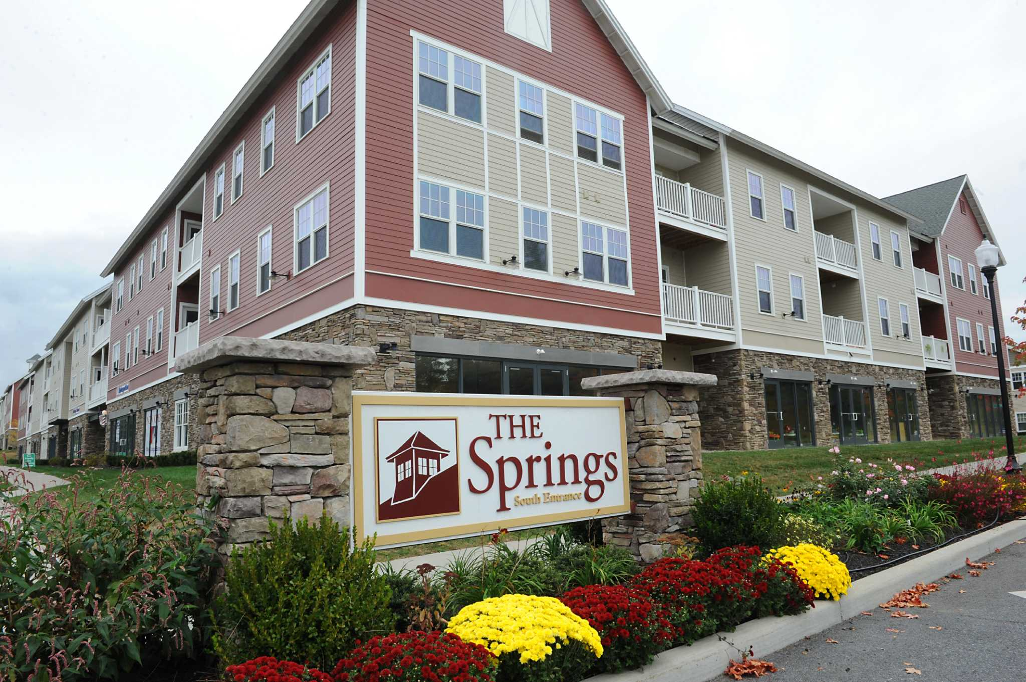 saratoga springs hookup Look here for a wide variety of great lodging options in saratoga springs and throughout saratoga  we have 50 amp full hookup rv sites and sites for travel.