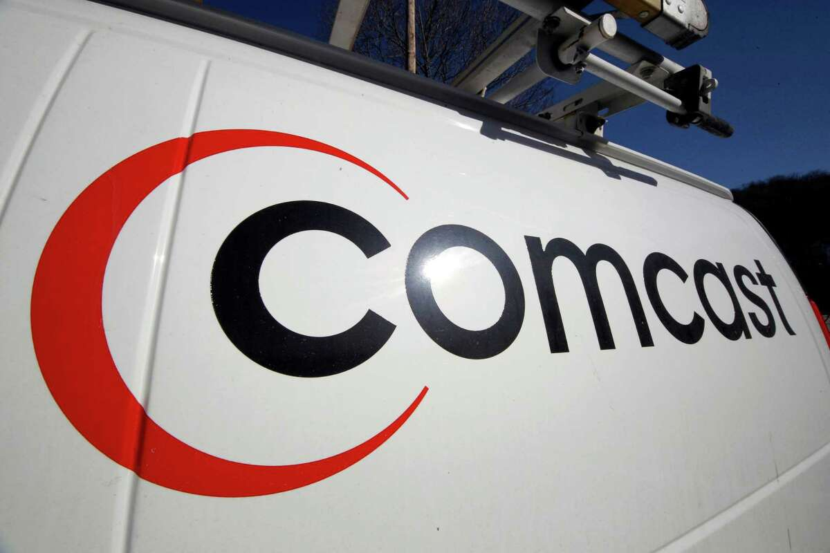 Comcast wants to compete with cellphone carriers via a public WiFi network.