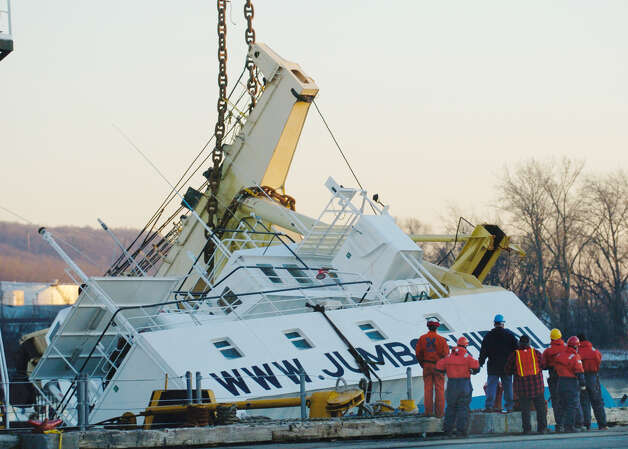TIMES UNION STAFF PHOTO BY SKIP DICKSTEIN - Salvage workers start to right the Stellamare in the Port of Albany, New York December 29, 2003.  ORG XMIT: MER2013120907324052 Photo: SKIP DICKSTEIN / ALBANY TIMES UNION