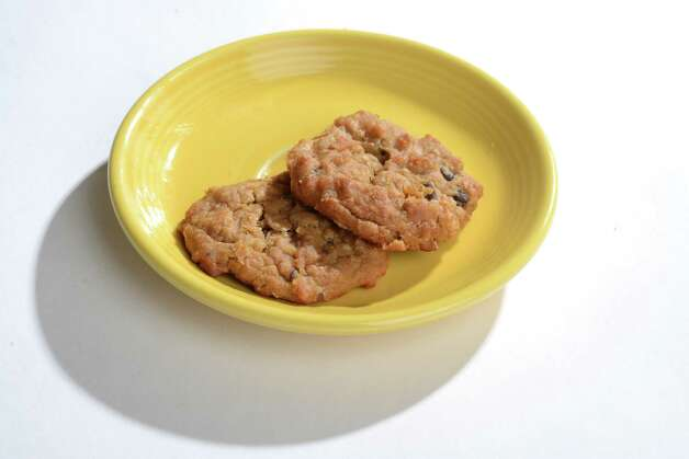 This Chickpea Chocolate Chip Cookie recipe from www.beginwithinnutrition.com is vegan if you use vegan chocolate chips. (Will Waldron/Times Union) Photo: WW / 00029755A