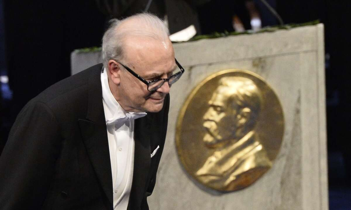 Patrick Modiano bows after receiving the Nobel Prize.