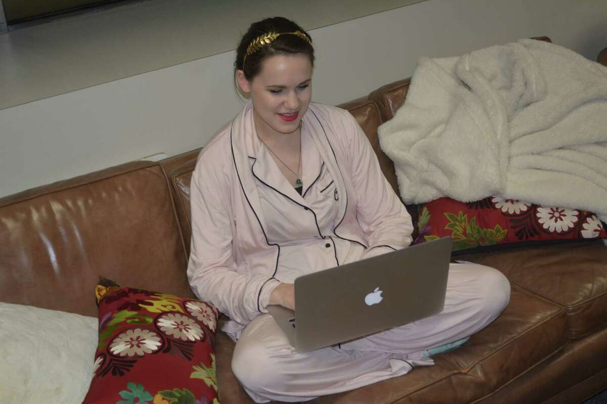 Hewitt in her natural habitat blogging about Taylor Swift.