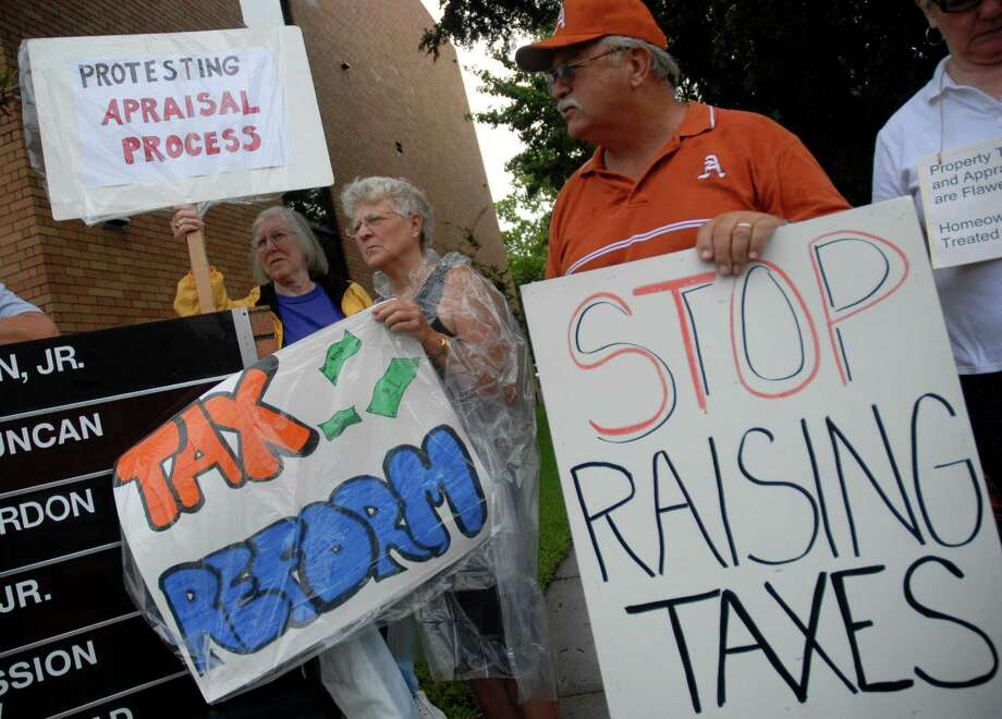 Members of Appraisal and Property Tax Legal Reform Group protest  in front of the Brazoria County Appraisal District building Monday, June 25, 2007. The group is frustrated with the rising interest on property tax and wants the interest rate lowered. Photo: Megan True, Staff / Houston Chronicle