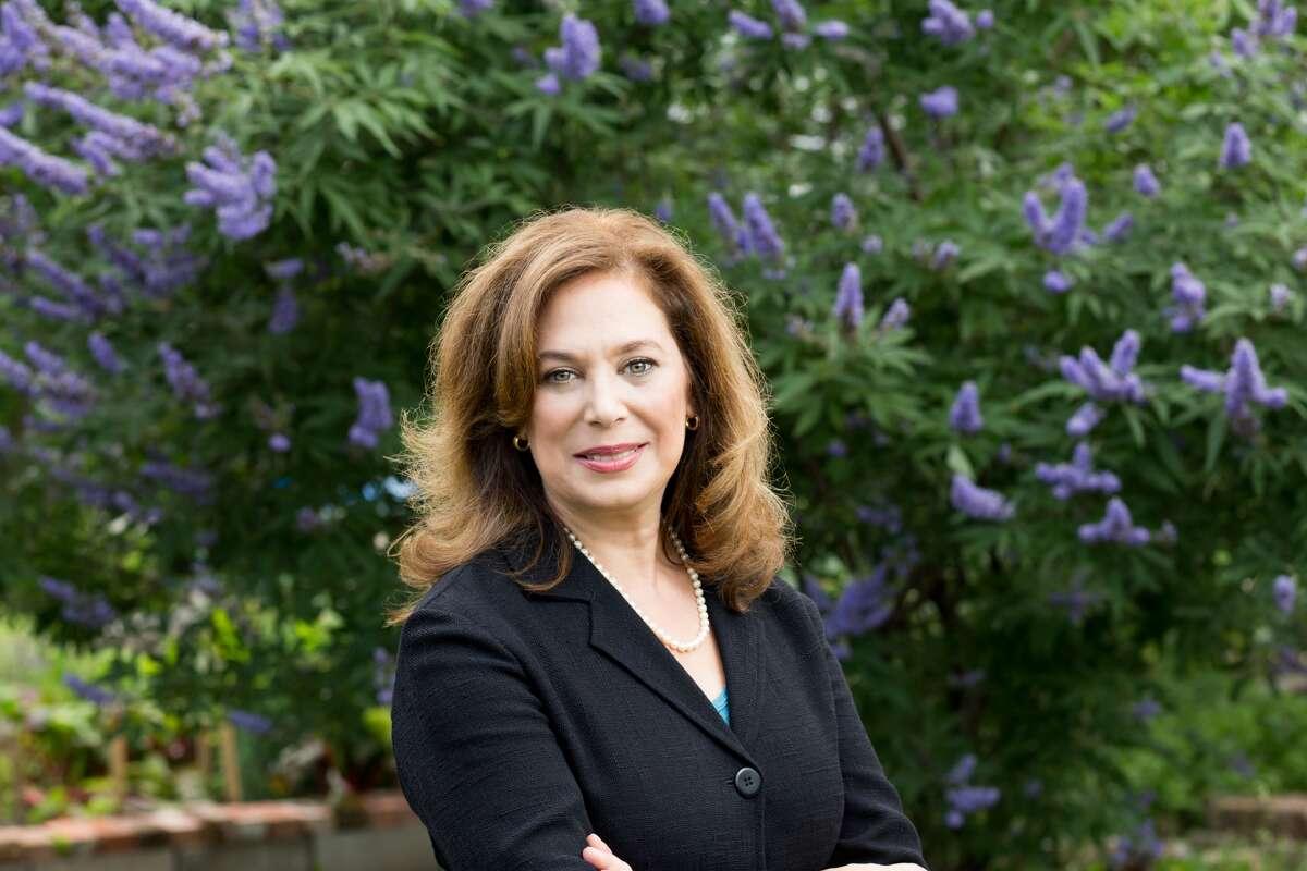 Elena Marks Who she is: Healthcare reform advocate, CEO ofhealthcare philanthropic organizationEpiscopal Health Foundation. Texas Monthly description: