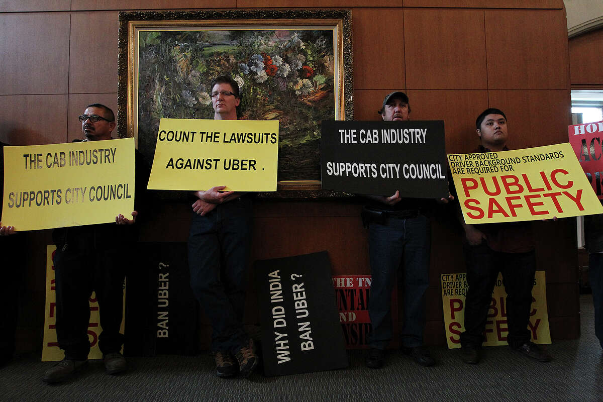 Supporters and opponents of the proposed San Antonio City Council ride-share ordinance fill the chambers, Thursday, Dec. 11, 2014. The city is proposing an ordinance that will severely affect ride-share companies like Uber and Lyft.