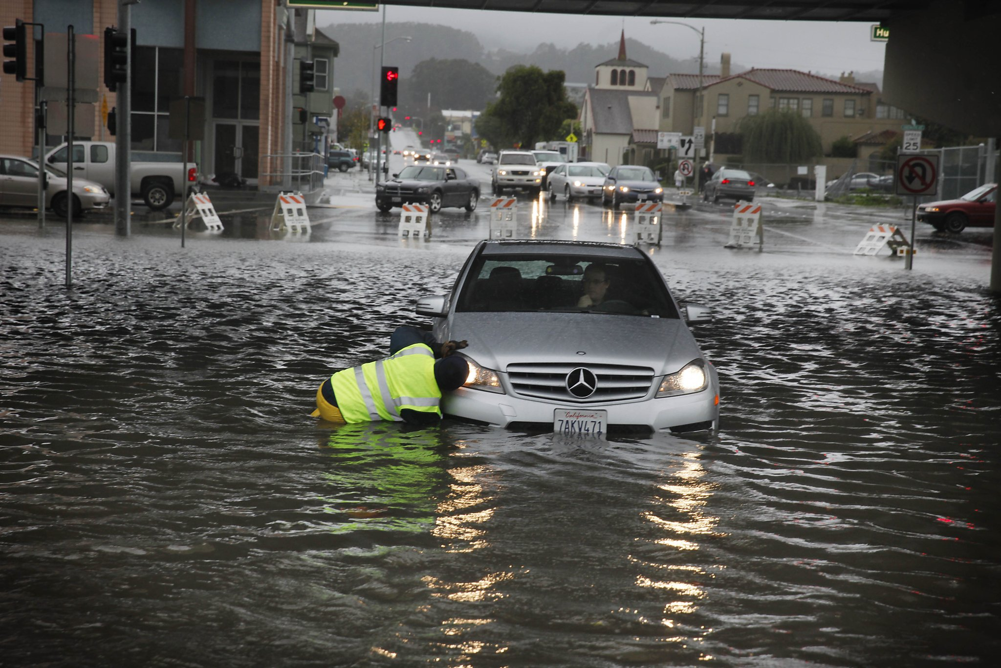 New damage as rains wash out part of Highway 1 in Marin County