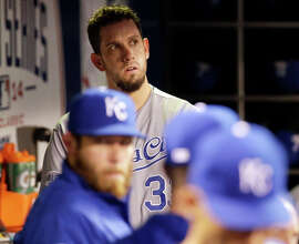 James Shields (top), a World Series opponent, remains on the free-agent market, but the Giants would prefer a quick resolution to nego tiations.