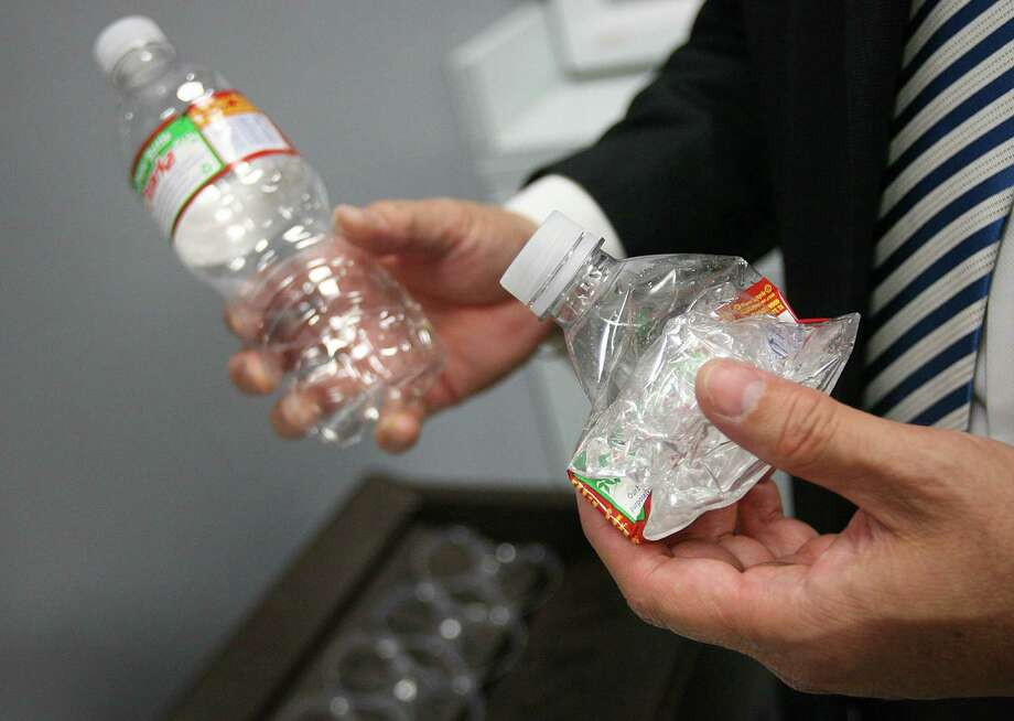 The cost of items made from oil, like plastic products such as bottles, trash bags and toys, hasn't shrunk to match the massive drop in the price of oil. See more items made from oil ahead. Photo: Mayra Beltran, Staff / Houston Chronicle