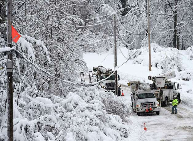 National Grid lineman work to restore power to customers in rural Schenectady County Thursday afternoon on Tidball Road Road Dec. 11, 2014 in Duanesburg, N.Y.    (Skip Dickstein/Times Union) Photo: SKIP DICKSTEIN