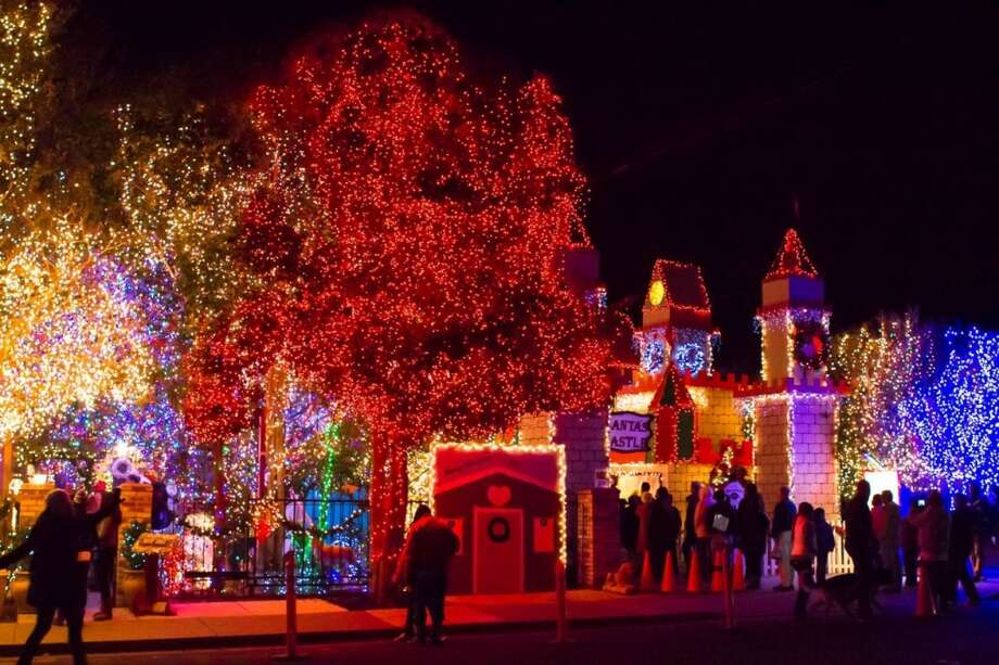 352 Hillcrest Ave Livermore, Alameda County, 94550  - This house, know as Deacon Dave's house, is as close to a must see in the Bay Area. The display has been entertaining crowds for 32 years and probably contains the largest display in the Bay Area - over 372,000 lights.