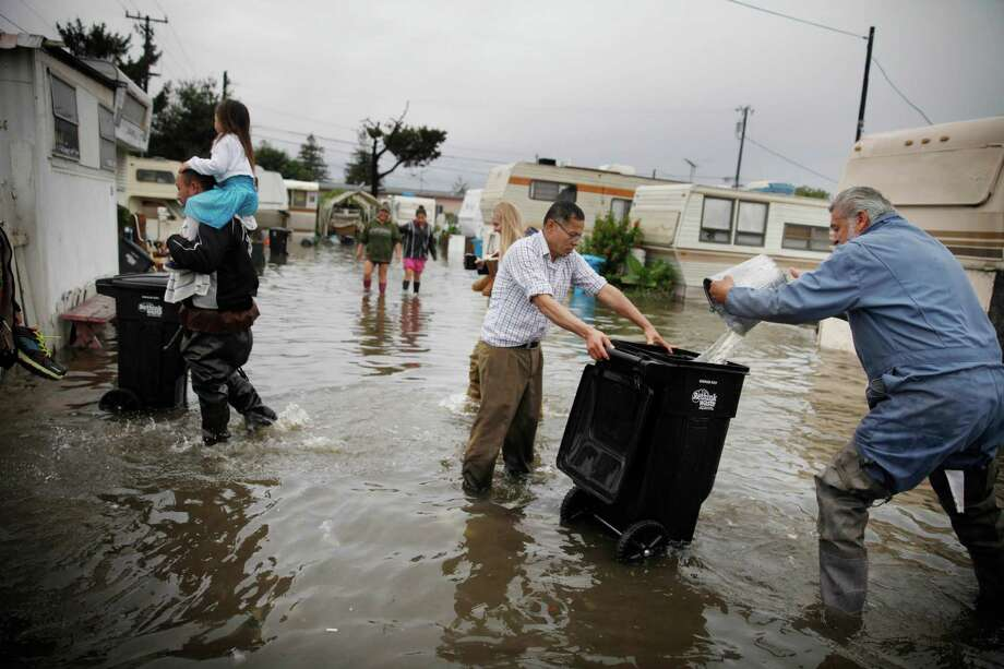 Bailing Out After Storm >> After Storm Trailer Park Residents Forced To Bail Water Sfgate