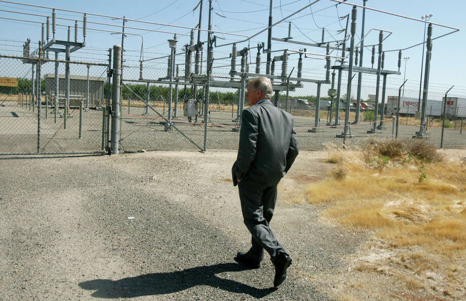 Jeff Shields, utility systems director for the South San Joaquin Irrigation District, visits the PG&E power substation in Ripon in 2006. The district plans to take over the property. Photo: PAUL CHINN / SFC / The Chronicle