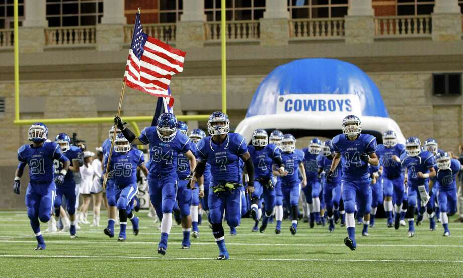 The Edna football team takes the field  before the start of a high school playoff game at Berry Center,Friday, Dec. 12, 2014, in Cypress. Edna's Noah Ortiz and several of his siblings died in a fire several weeks ago. ( Karen Warren / Houston Chronicle  ) Photo: Karen Warren, Staff / © 2014 Houston Chronicle