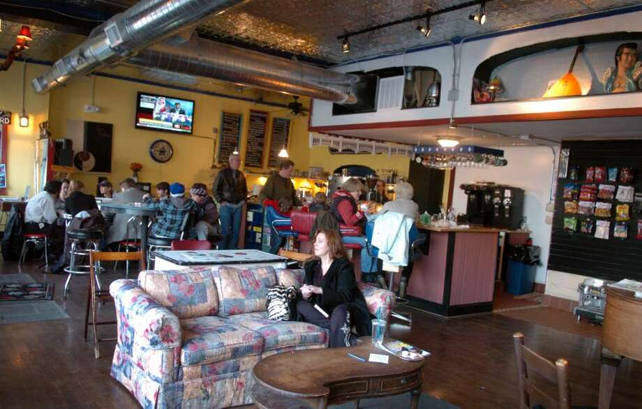 The expanded interior space at Las Vetas Lounge now located on Unquowa Road in Fairfield, Conn. Photo: Autumn Driscoll / Connecticut Post