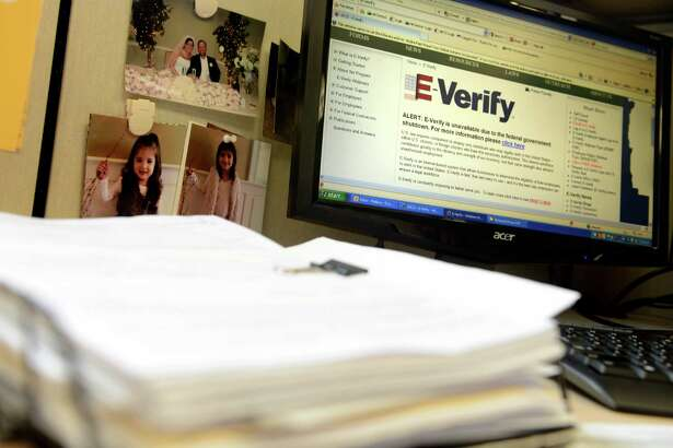Gov. Rick Perry has issued an executive order requiring state agencies and contractors to use the E-Verify system, a federal electronic system used to weed out workers who are in the country illegally.