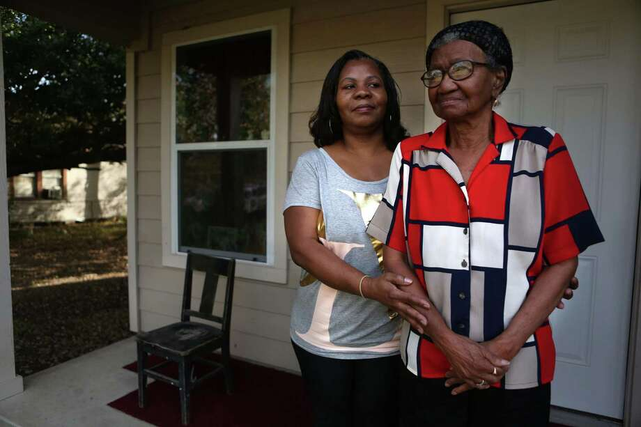 """Thilmus Bradshaw's sister, Madeline, and mother, Ruby B. Rose, want him to receive medical care for his schizophrenia. Thilmus was civilly committed in 2012 under the sexually violent predator act. """"I don't know why they don't try to work with him instead of against him,"""" Madeline Bradshaw said. Photo: Mayra Beltran, Staff / © 2014 Houston Chronicle"""