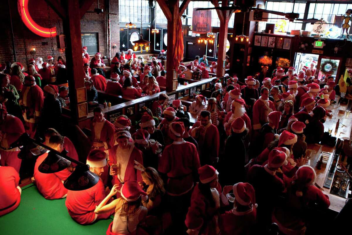 A group of Santarchy participants fill in the Comet Tavern during the pub crawl.