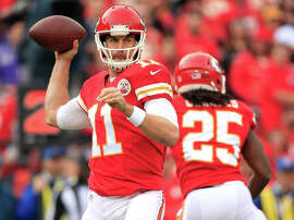 Chiefs quarterback Alex Smith threw for a season-high 297 yards and had two third-quarter touchdown passes in Kansas City's 31-13 win over the Raiders on Sunday.