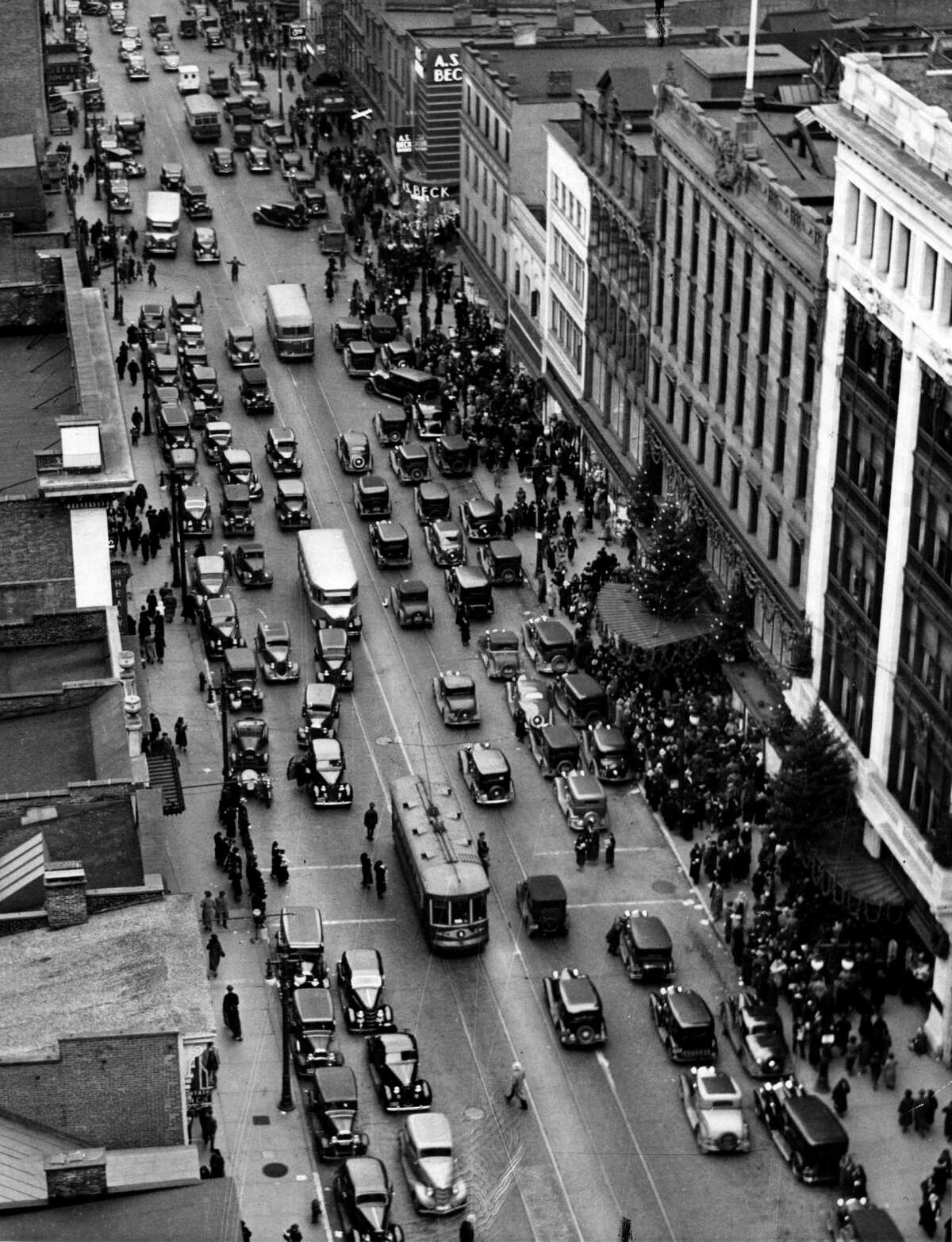 Christmas shoppers fill North Pearl at John G. Myers Co. department store, right, Dec. 17, 1935, in Albany, N.Y. Historic 1930s streets and buildings. (Times Union archive)