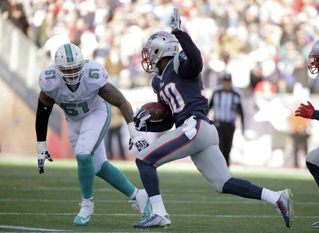 New England Patriots strong safety Duron Harmon, right, runs back an interception as Miami Dolphins guard Mike Pouncey (51) gives chase in the first half of an NFL football game Sunday, Dec. 14, 2014, in Foxborough, Mass. (AP Photo/Steven Senne) ORG XMIT: FBO115 Photo: Steven Senne / AP