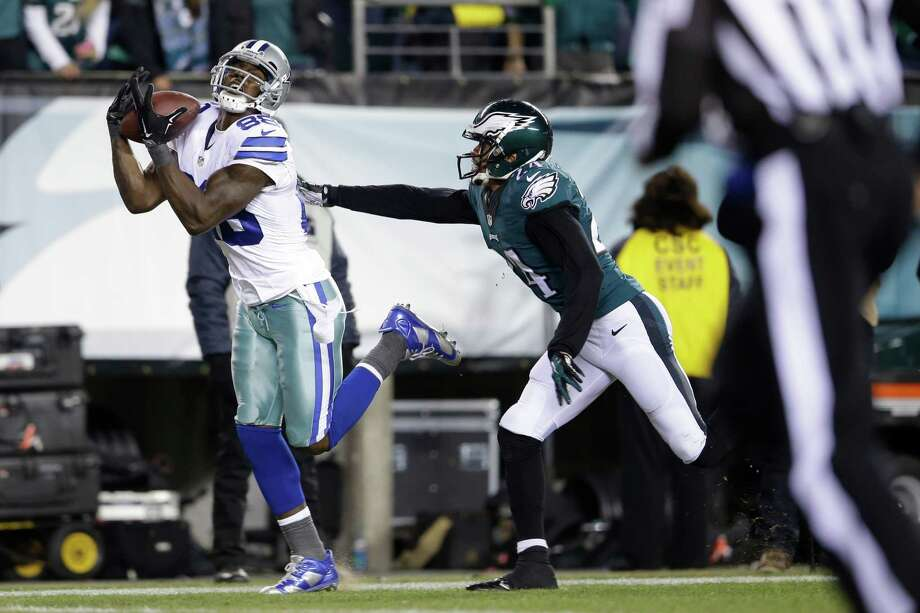Dez Bryant pulls in a touchdown against Eagles' Bradley Fletcher during the second half. The Cowboys won 38-27. Photo: Matt Rourke /Associated Press / AP