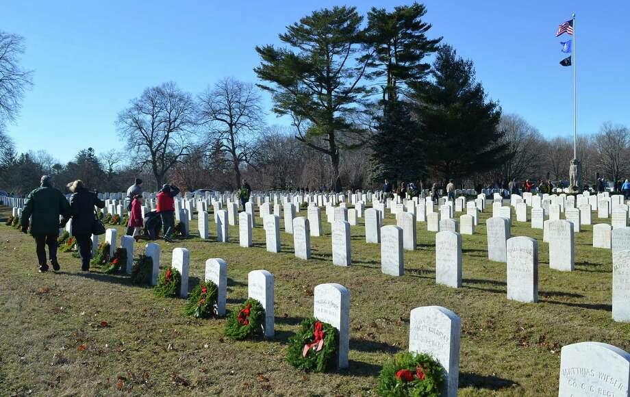 More than 950 graves at Spring Grove Veterans Cemetery were decorated with wreaths Saturday as part of the annual Wreaths Across America project. Photo: Jarret Liotta / Darien News