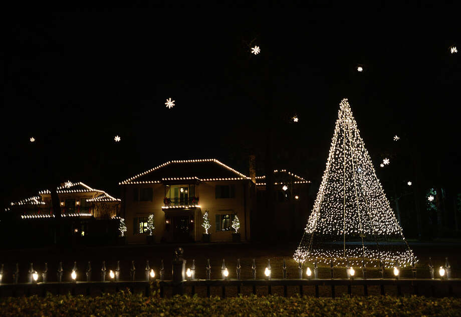 Area streets are in the spirit, as houses decorate with lights and other ornaments for the Christmas season. Photo taken Friday, December 12, 2014 Kim Brent/The Enterprise Photo: Kim Brent / Beaumont Enterprise