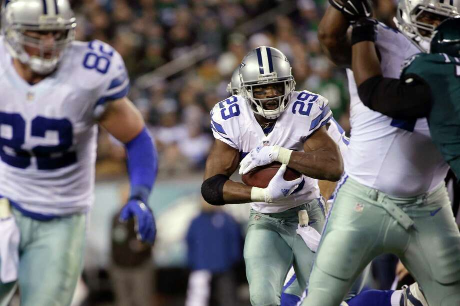 Dallas Cowboys' DeMarco Murray rushes during the second half against the Philadelphia Eagles, Sunday, Dec. 14, 2014, in Philadelphia. Photo: Michael Perez /Associated Press / FR168006 AP