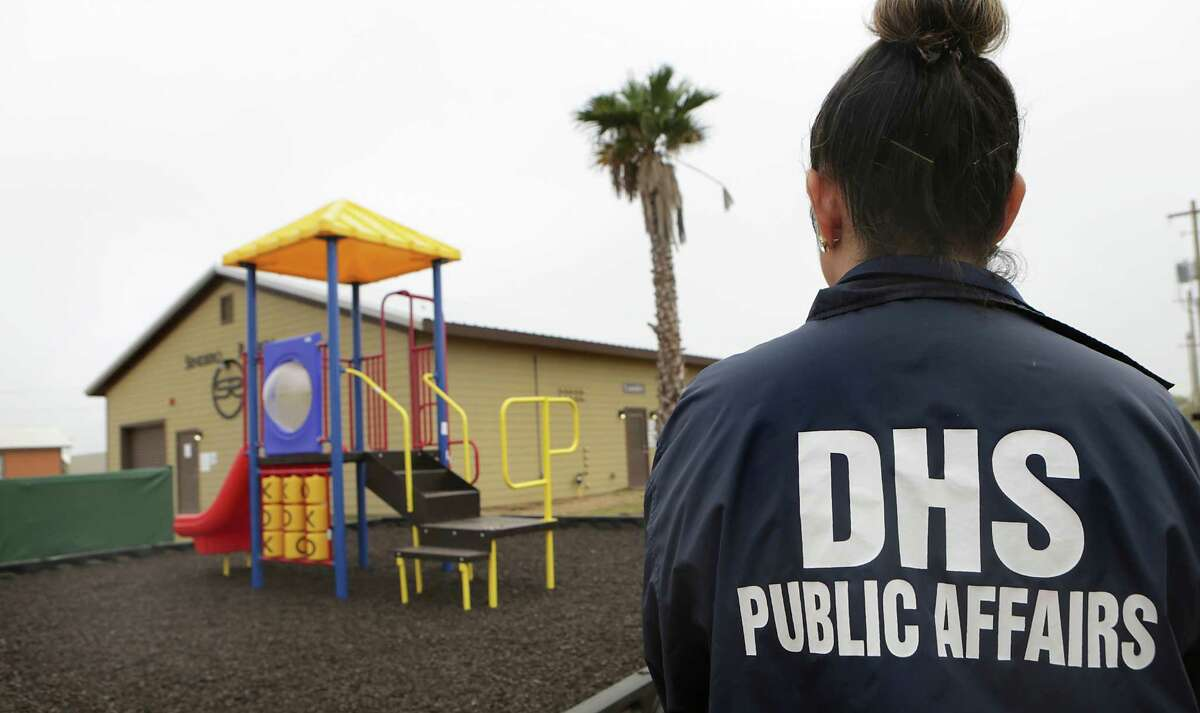 What is family detention? The federal government had fewer than 100 beds to detain immigrant families in 2015, in part because of legal settlements setting strict rules about the treatment of children in government custody. However, in response to more than 100,000 women and children, most of them in Central America, crossing the border in the Rio Grande Valley, last yearU.S. Immigration and Customs Enforcement began holding families at the 500-bed detention center in Karnes County and built a 2,400-bed facility in Dilley.