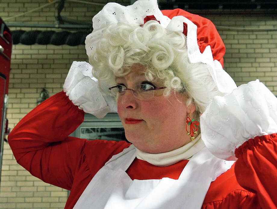 Mrs. Claus does a little last minute primping during a recent visit to Fairfield with her husband, Santa Claus. Photo: Genevieve Reilly / Fairfield Citizen