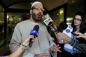 Australia premier says siege gunman dropped off watch list - Photo
