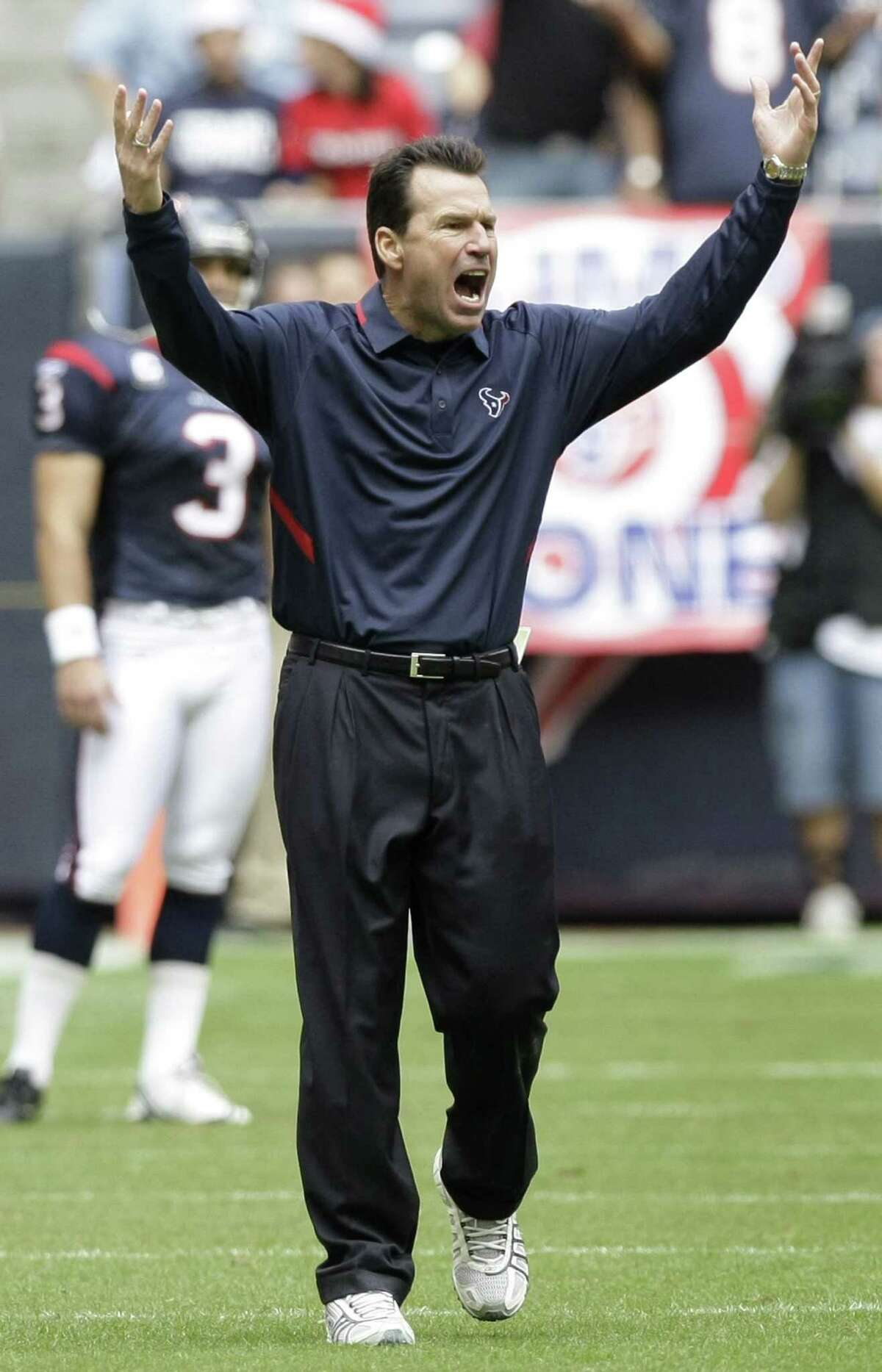 Sept. 10, 2006 - Texans lost his first game at Philadelphia 24-10 as defense surrendered 441 yards.