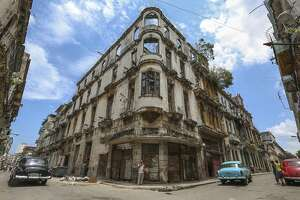 US travel industry carefully eyeing Cuba tourism - Photo