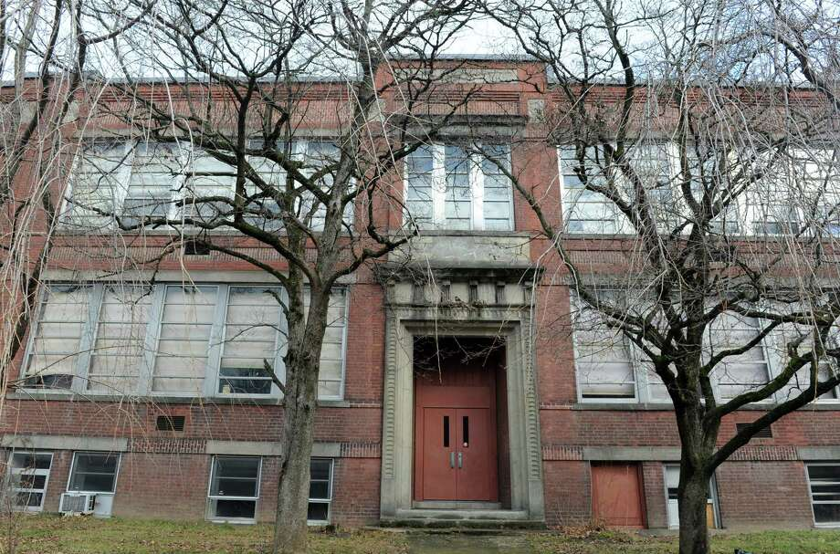 The former LoPresti School in Seymour has been approved for a conversion into apartments. The building has been empty since the school closed in 2012. Photo: Autumn Driscoll / Connecticut Post
