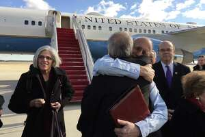 U.S. wins release of spy held in Cuba for 20 years - Photo