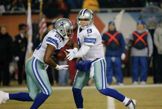 Dallas Cowboys quarterback Tony Romo hands off to running back Lance Dunbar during the first half against Chicago on Dec. 4, 2014. Photo: Charles Rex Arbogast /Associated Press / AP