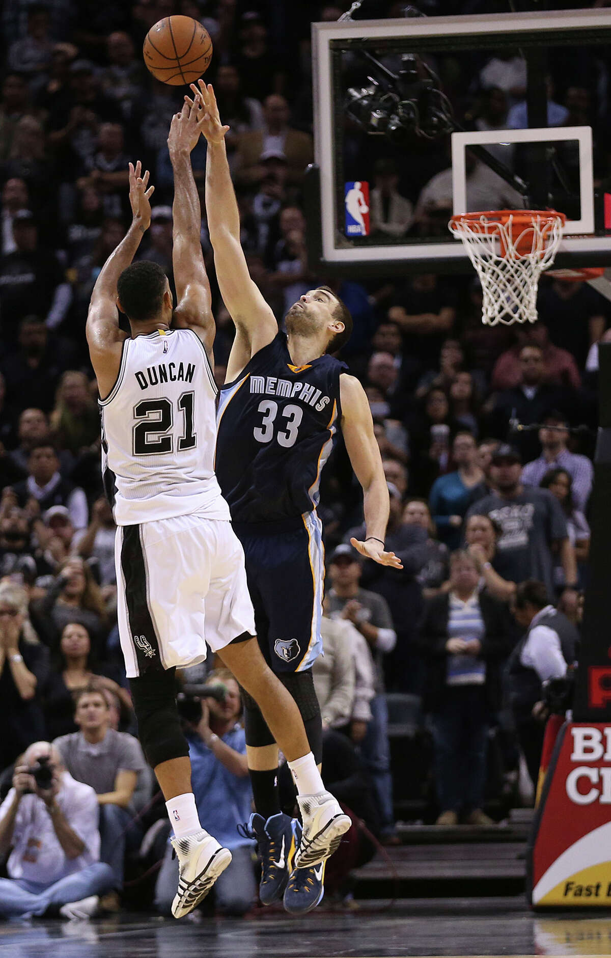 Tim Duncan shoots over Marc Gasol to tie the game and sent it to triple overtime.