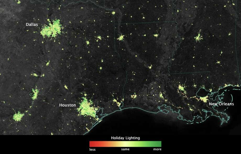 City lights shine brighter during the holidays in the United States when compared with the rest of the year, as shown using a new analysis of daily data from the NASA-NOAA Suomi NPP satellite. Dark green pixels are areas where lights are 50 percent brighter, or more, during December. Photo: Jesse Allen/NASA's Earth Observatory
