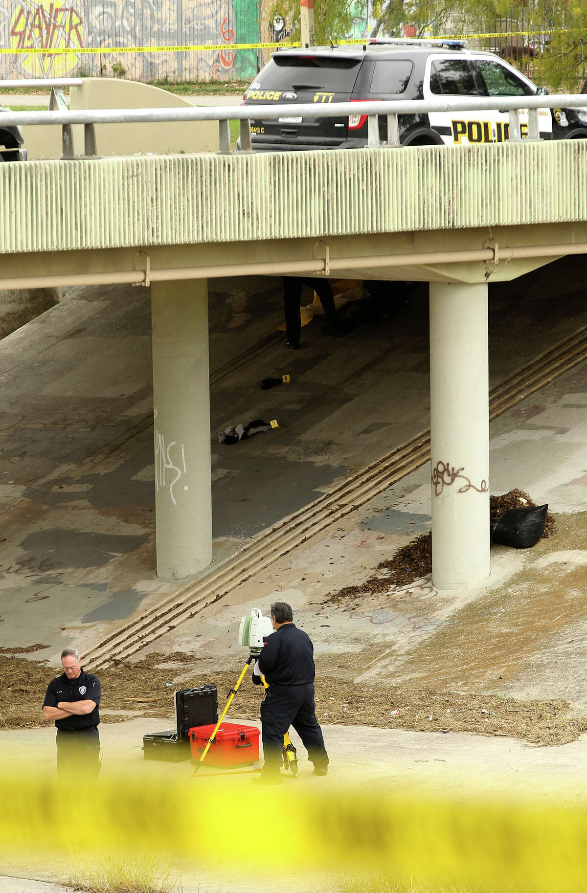 OMG! Six Bodies Hung from Bridges Near Mexicos Los Cabos